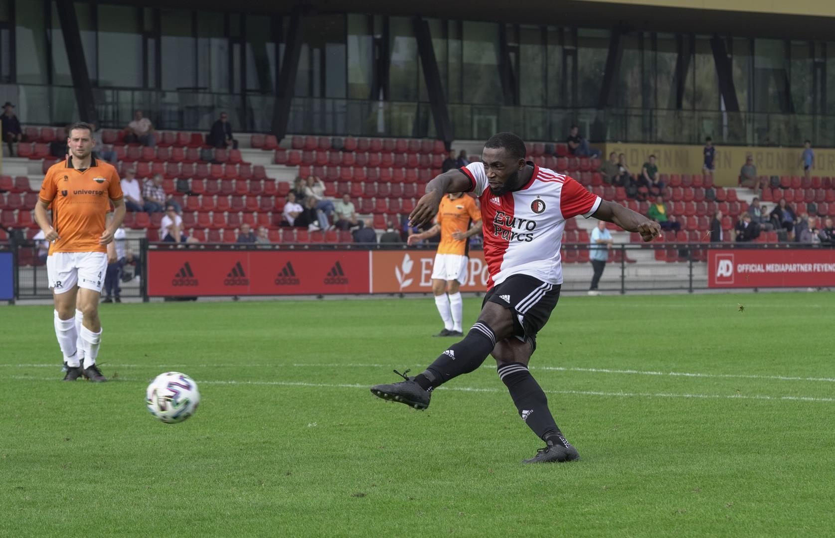 SC Feyenoord overklast Smitshoek en wint met 4-0